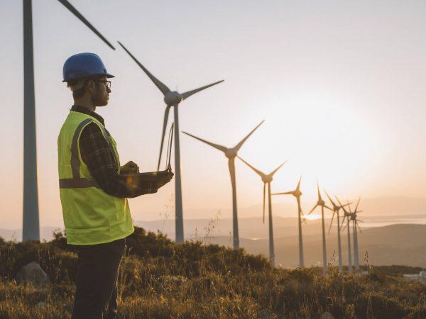 Confira diversas vagas disponíveis no setor eólico no Brasil